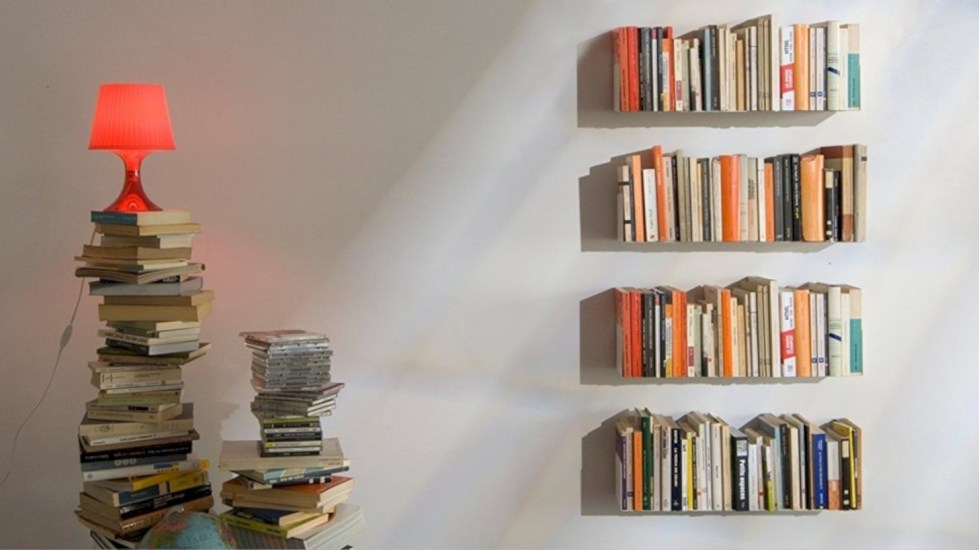 Pieces to create a stylish bookcase instantly 29