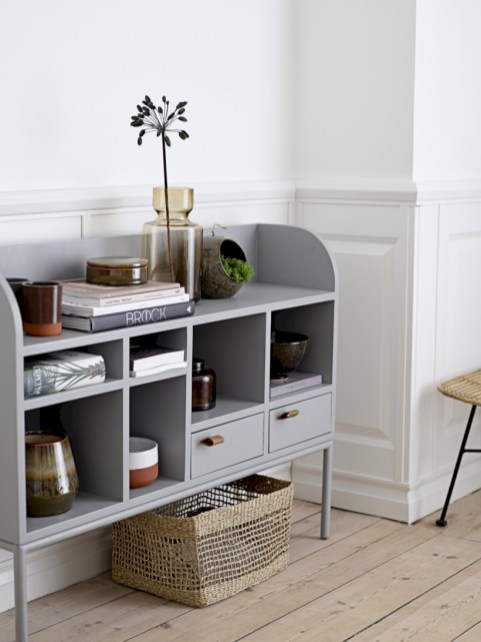 Pieces to create a stylish bookcase instantly 33