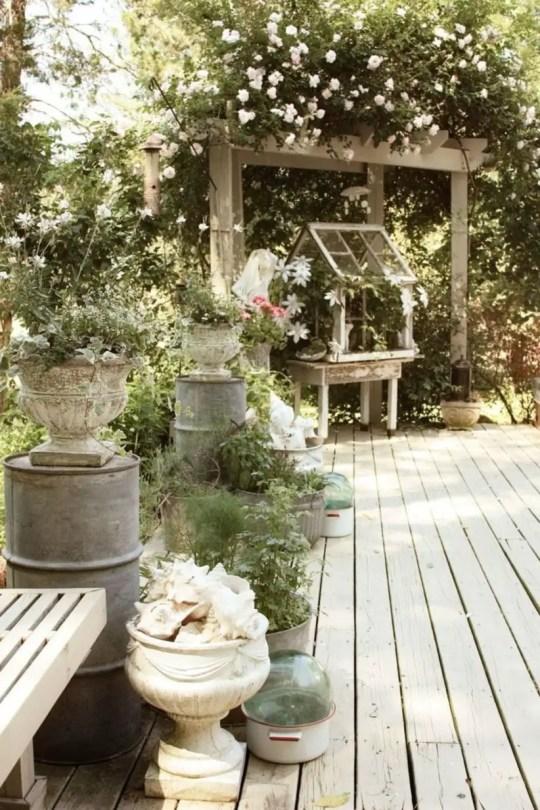 Shabby chic and bohemian garden ideas 16