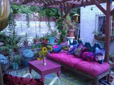 Shabby chic and bohemian garden ideas 20