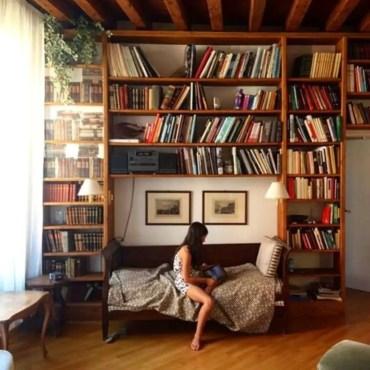 Stunning bookshelves ideas for bedroom decoration 19