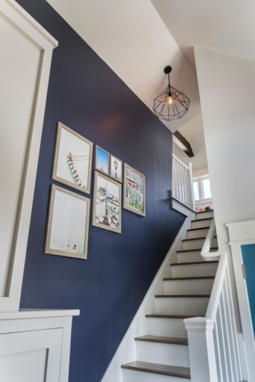 Ways to decorate with chandelier over the stairs 33