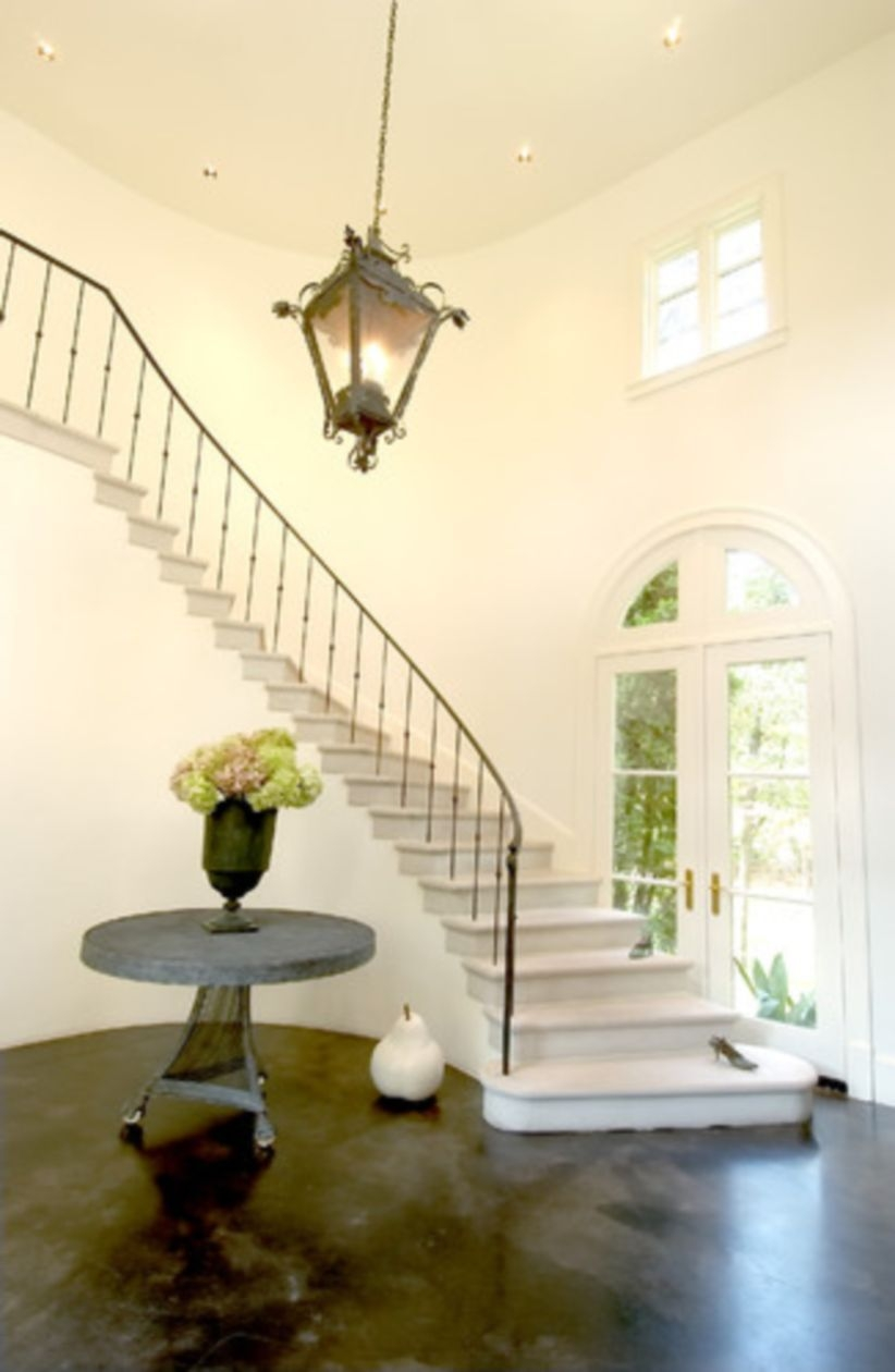 Ways to decorate with chandelier over the stairs 44