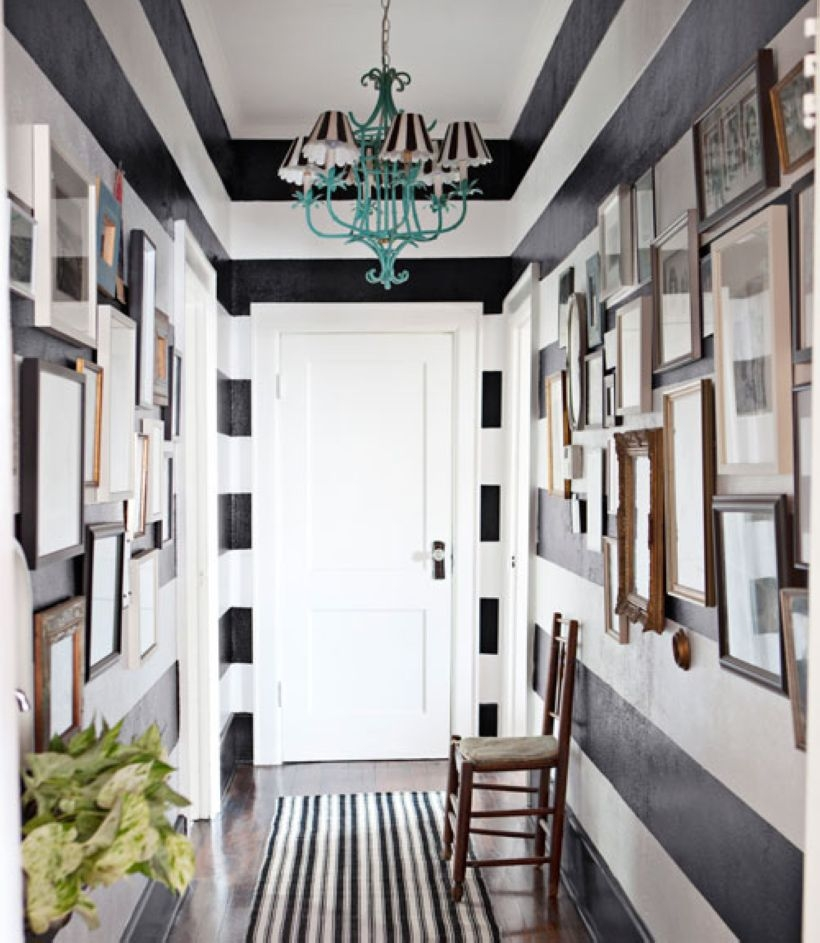 White wall and picture frames in hallway decorating ideas 19