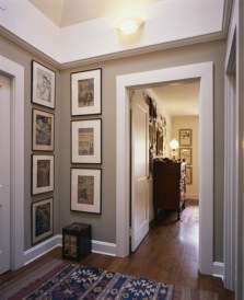 White wall and picture frames in hallway decorating ideas 22