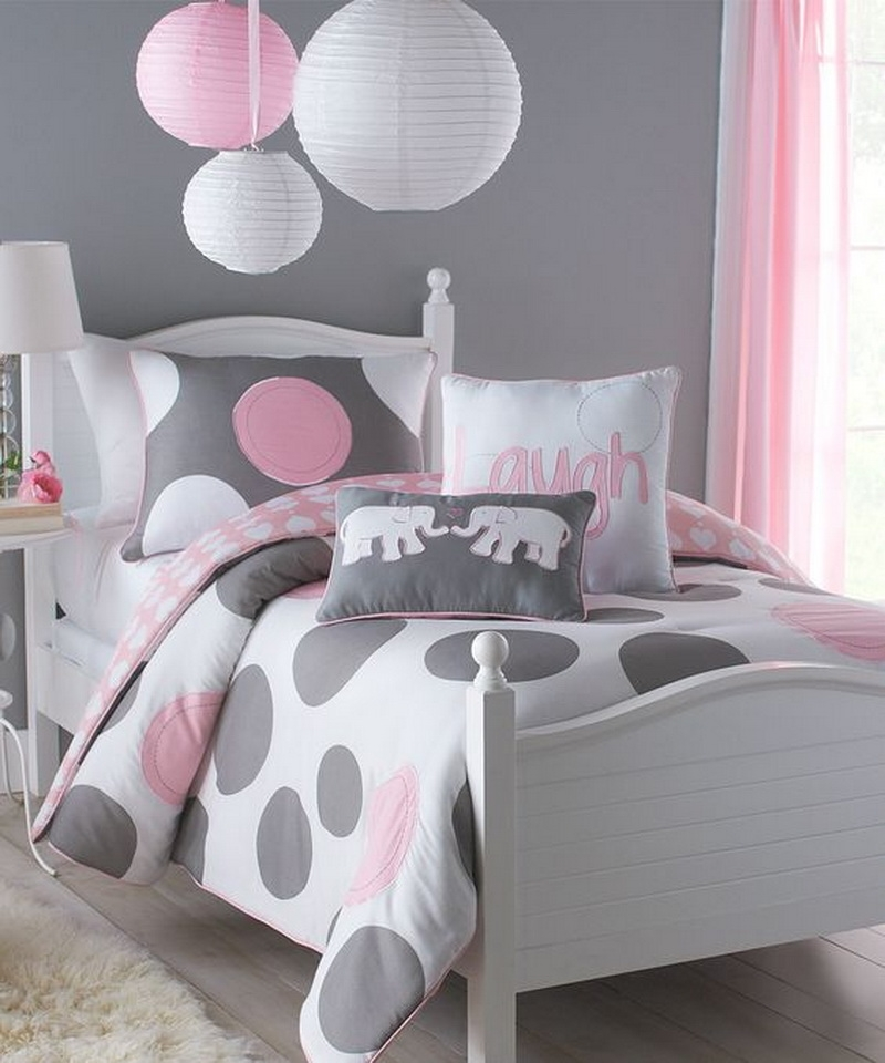 9. bedding and decor set