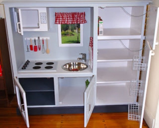 Play kitchen from a tv unit