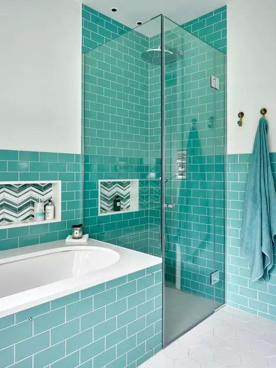 Turquoise walls and bathtub