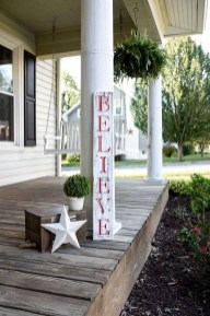 Adorable christmas porch décoration ideas 17