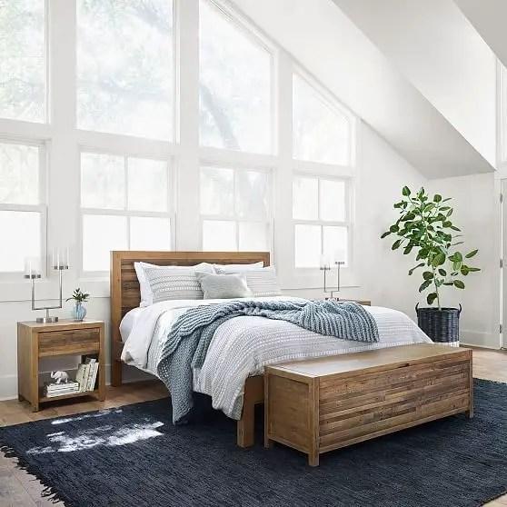 Classic and vintage farmhouse bedroom ideas 01