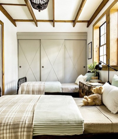 Classic and vintage farmhouse bedroom ideas 41