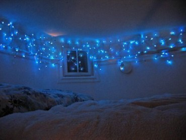 Awesome string light ideas for bedroom 07