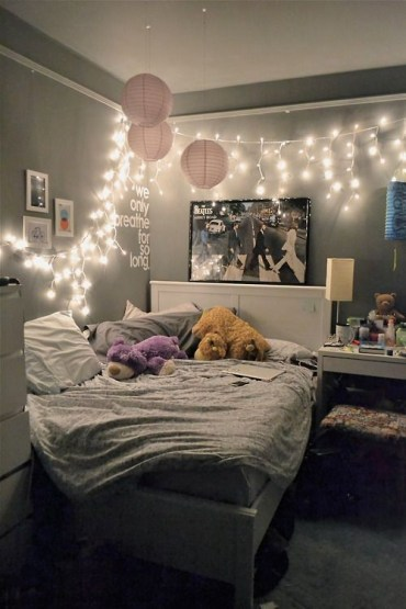 Awesome string light ideas for bedroom 27