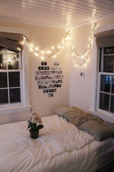 Awesome string light ideas for bedroom 38