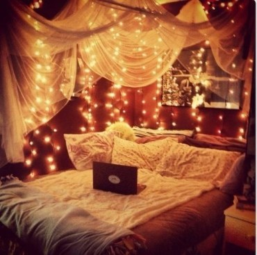 Awesome string light ideas for bedroom 41