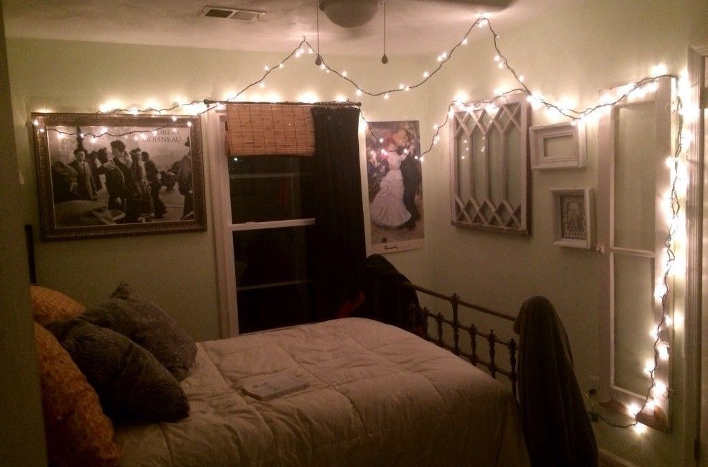 61 Awesome String Light Ideas for Bedroom