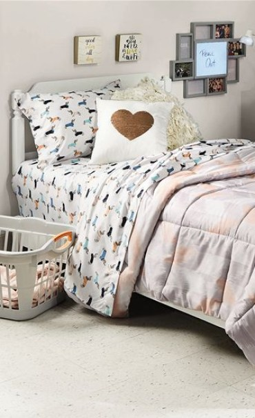 Creative dorm decoration ideas for your bedroom 10