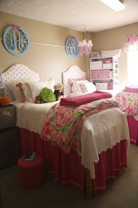 Creative dorm decoration ideas for your bedroom 36