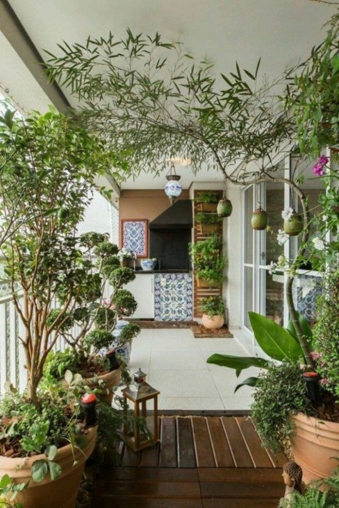 Creative small balcony design ideas for spring 10