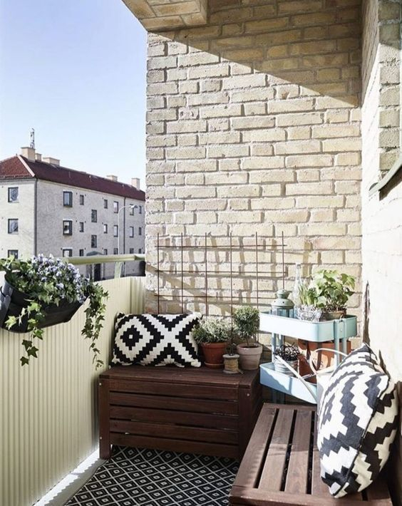 Creative small balcony design ideas for spring 33