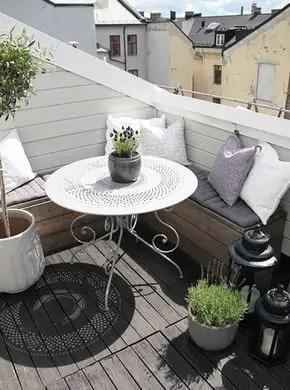 Creative small balcony design ideas for spring 44