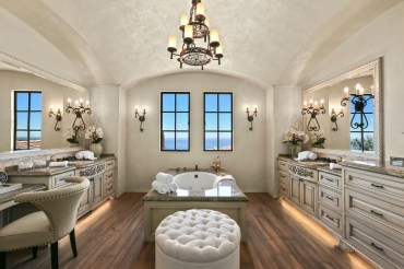 Luxury traditional bathroom design ideas for your classy room 09