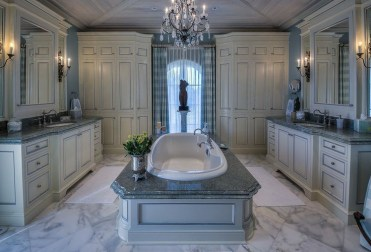 Luxury traditional bathroom design ideas for your classy room 15