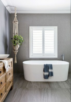 Rustic farmhouse bathroom ideas with shower 35
