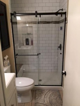 Rustic farmhouse bathroom ideas with shower 61