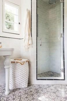 Rustic farmhouse bathroom ideas with shower 76