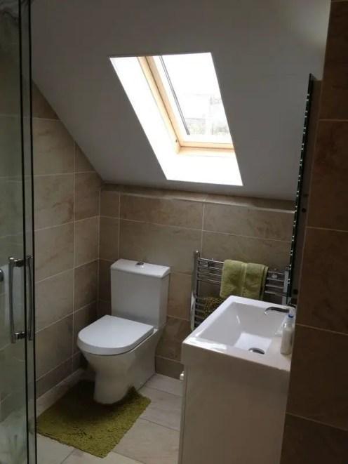 Unique attic bathroom design ideas for your private haven 47