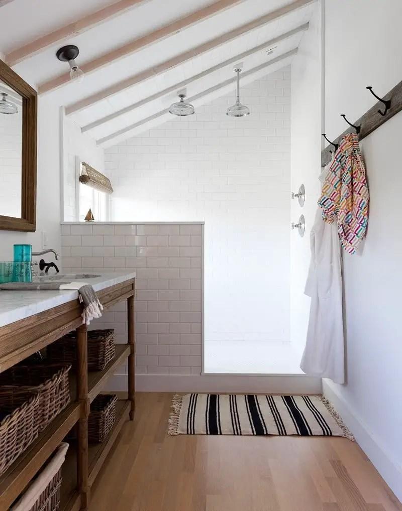 Unique attic bathroom design ideas for your private haven 54