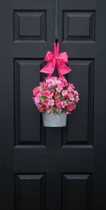 Beautiful decor ideas to hang on your door that aren't wreaths 15