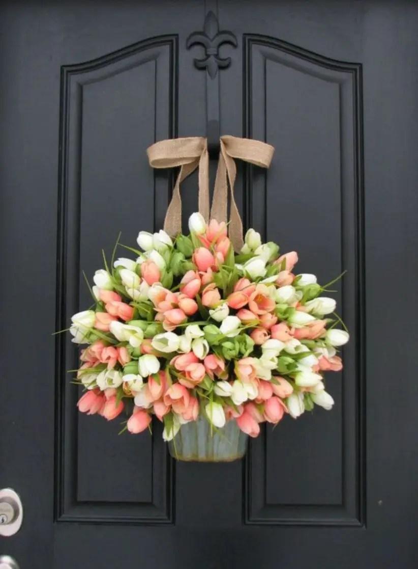 Beautiful decor ideas to hang on your door that aren't wreaths 41