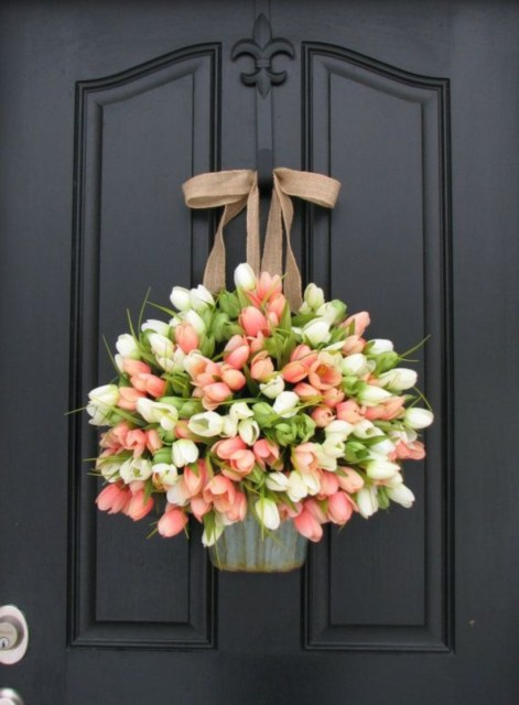 Beautiful decor ideas to hang on your door that aren't wreaths 41