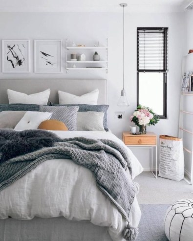 Cozy farmhouse master bedroom decorating ideas 27