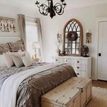 Cozy farmhouse master bedroom decorating ideas 36