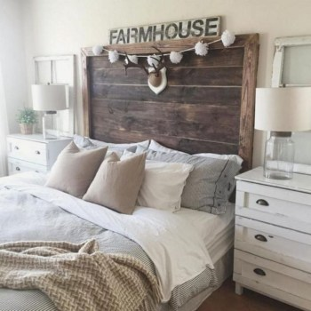 Cozy farmhouse master bedroom decorating ideas 48