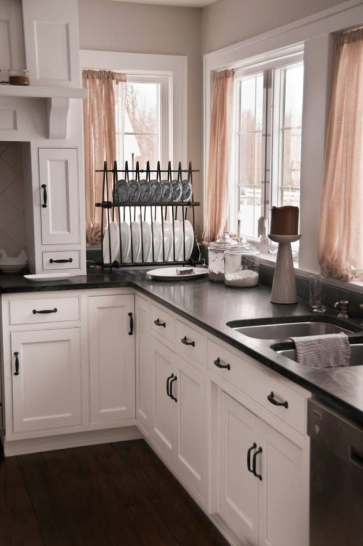 Stylist and elegant black and white kitchen ideas 24