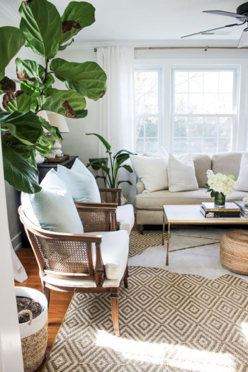 Adorable and cozy neutral living room design ideas 34