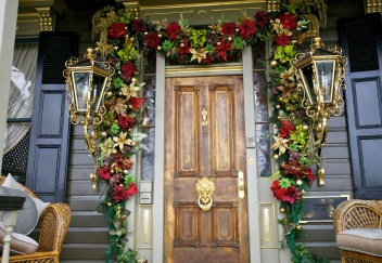02-old-fashioned-garland-decor-homebnc