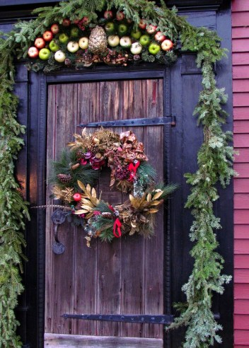 07-rustic-paradise-christmas-decor-homebnc