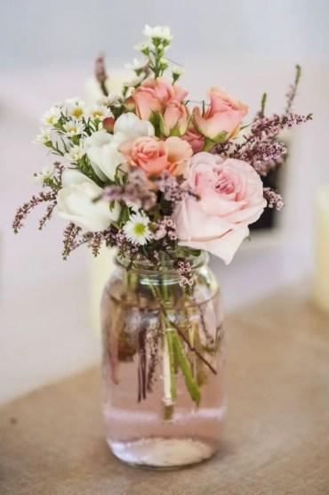 Cheerful ways to use mason jars this spring 03