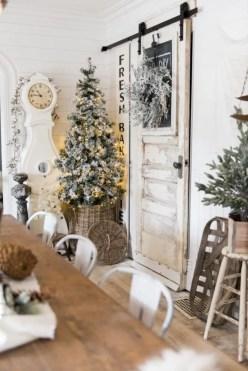 Adorable farmhouse christmas decor ideas 25