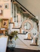 Adorable farmhouse christmas decor ideas 34
