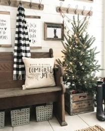 Adorable farmhouse christmas decor ideas 38