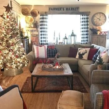 Adorable farmhouse christmas decor ideas 40