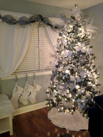 Awesome silver and white christmas tree decorating ideas 13