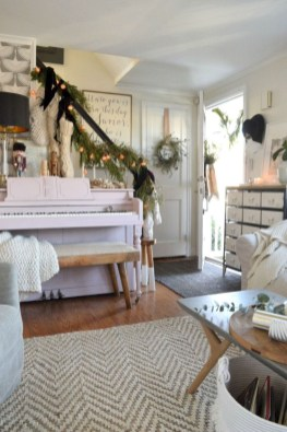 Beautiful christmas decor for small space 27