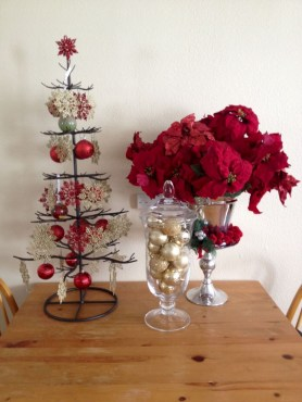 Beautiful christmas decor for small space 36